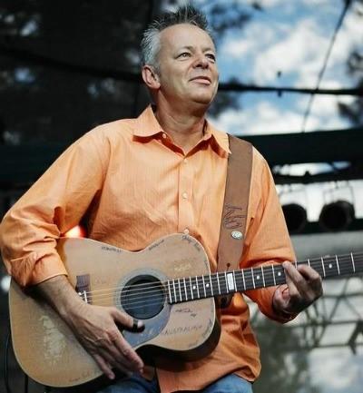 """Tommy emmanuel – """"Huyền thoại sống"""" của làng âm nhạc guitar thế giới"""