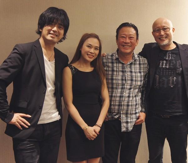Mỹ Tâm cùng nghệ sĩ guitar Oshio Kotaro, nhạc sĩ Lê Quang và trưởng ban nhạc - Shimizu Ko