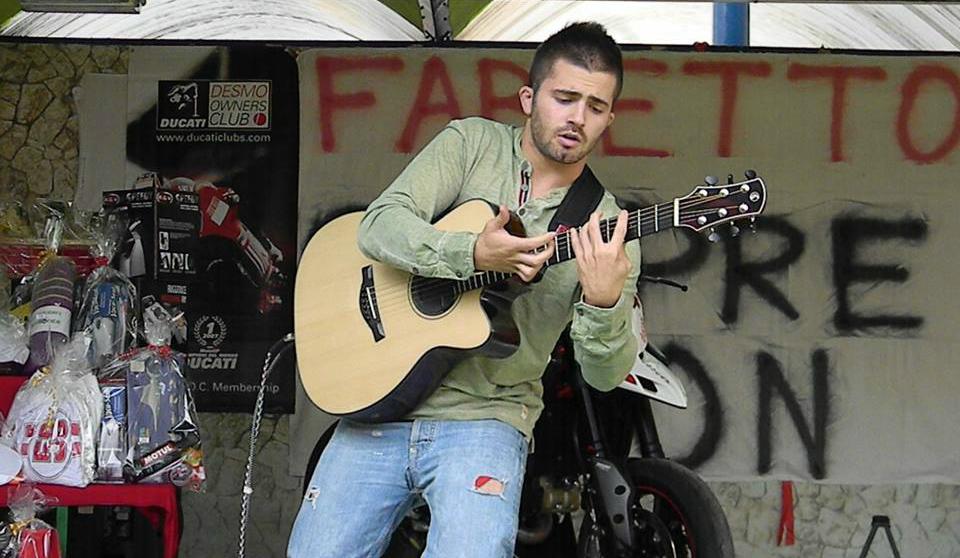 Giới thiệu nghệ sỹ guitar người Ý Luca Stricagnoli
